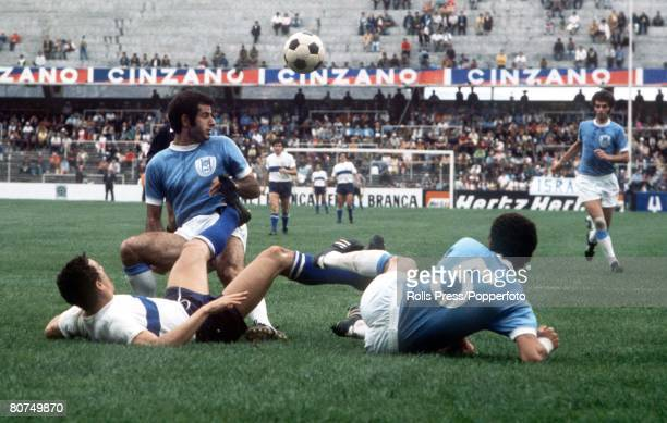 World Cup Finals, Toluca, Mexico, 11th June Italy 0 v Israel 0, Italy's Luigi Riva gis stopped by two Israeli defenders during the two teams Group...