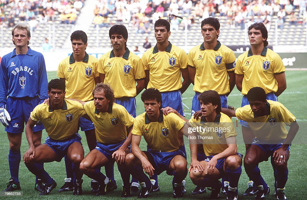 1990 World Cup Finals, Turin, Italy, 16th June, 1990, Brazil 1 v Costa Rica 0, Brazil pose for a team group picture before kick-off : ニュース写真