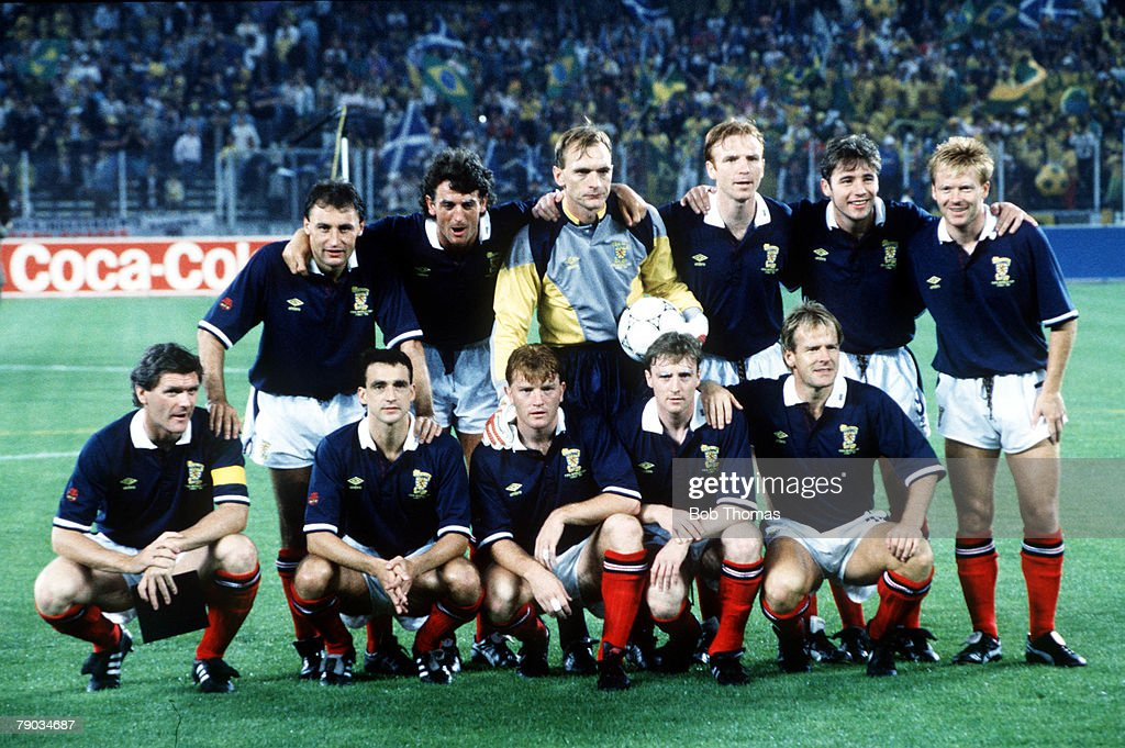 1990 World Cup Finals. Turin, Italy. 20th June, 1990. Brazil 1 v Scotland 0. Scotland pose for a team group before the match. : Nieuwsfoto's
