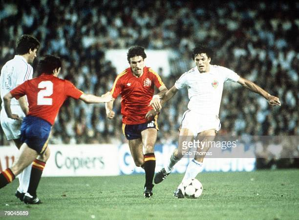 World Cup Finals Valencia Spain 20th June Spain 2 v Yugoslavia 1 Yugoslavia's Ivan Gudelj is challenged by Spain's Jesus Zamora
