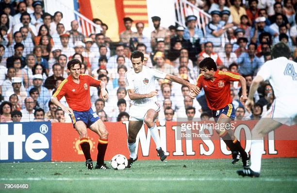World Cup Finals Valencia Spain 20th June Spain 2 v Yugoslavia 1 Yugoslavia's Naned Stojkovic bursts through the Spanish defence
