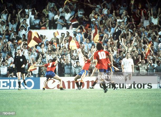 World Cup Finals Valencia Spain 20th June Spain 2 v Yugoslavia 1 Spain's Enrique Saura is congratulated by Rafael Gordillo on scoring their winner