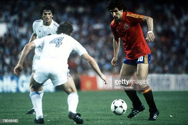 World Cup Finals Valencia Spain 20th June Spain 2 v Yugoslavia 1 Spain's Jesus Zamora is faced by Yugoslavia's Velimir Zajec