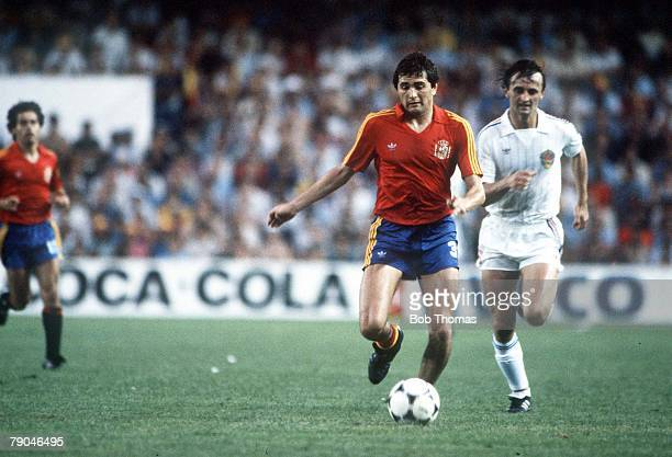 World Cup Finals Valencia Spain 20th June Spain 2 v Yugoslavia 1 Spain's Rafael Gordillo is followed by Yugoslavia's Zlatko Krmpotic