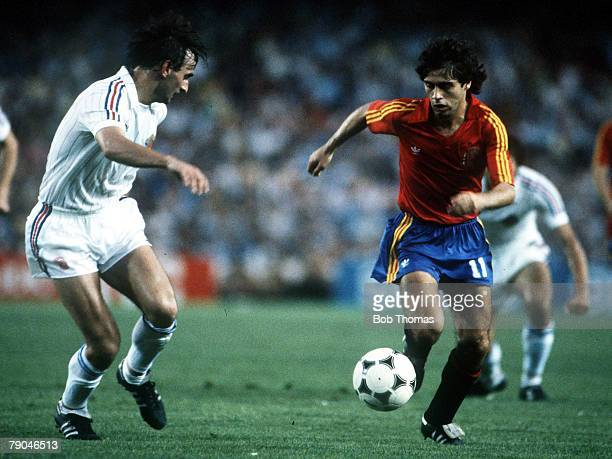 World Cup Finals Valencia Spain 20th June Spain 2 v Yugoslavia 1 Spain's Roberto Lopez Ufarte is faced by Yugoslavia's Zlatko Krmpotic