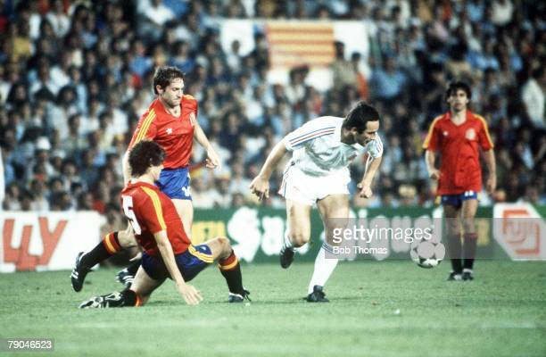 World Cup Finals Valencia Spain 20th June Spain 2 v Yugoslavia 1 Yugoslavia's Velmir Zajec is tackled by Spain's Miguel Tendillo