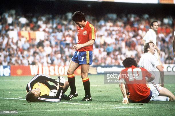 World Cup Finals Valencia Spain 20th June Spain 2 v Yugoslavia 1 Yugoslavia's Dragan Pantelic lies hurt after a challenge from Jesus Zamora as...