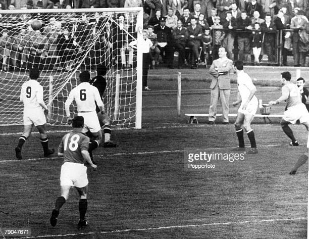 World Cup Finals Vasteras Sweden 11th June Yugoslavia 3 v France 2 Yugoslavian goalkeeper Beara can only watch as France's Just Fontaine scores his...