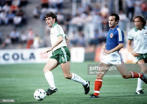 World Cup Finals Zaragoza Spain 17th June Yugoslavia 0 v NIreland 0 Northern Ireland's Mal Donaghy races Yugoslavia's Edhem Sljivo for the ball