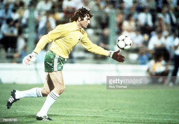 World Cup Finals Zaragoza Spain 17th June Yugoslavia 0 v NIreland 0 Northern Ireland's goalkeeper Pat Jennings