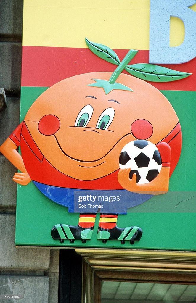 1982 World Cup Finals. Zaragoza, Spain. 21st June, 1982. Honduras 1 v N.Ireland 1. The Naranjito, official mascot of the 1982 World Cup Finals. : News Photo