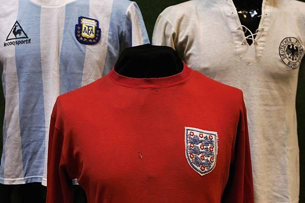 Fotos und Bilder von 1966 World Cup Winners Shirt Unveiled At ... 0dc82fddae