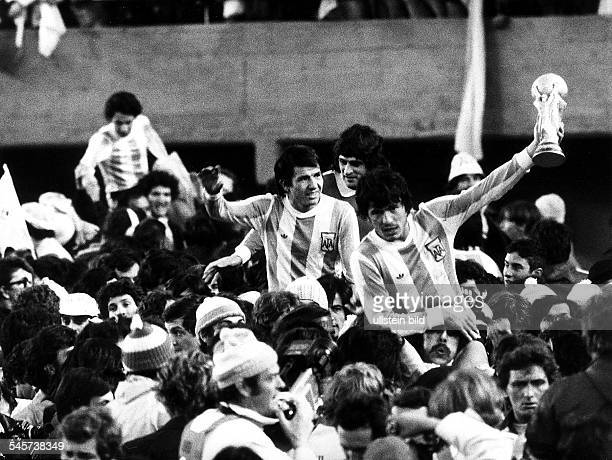 1978 FIFA World Cup in Argentina Final in Buenos Aires Argentina 3 1 Netherlands enthusiastic fans carry Argentina players Luis Galvan Mario Kempes...