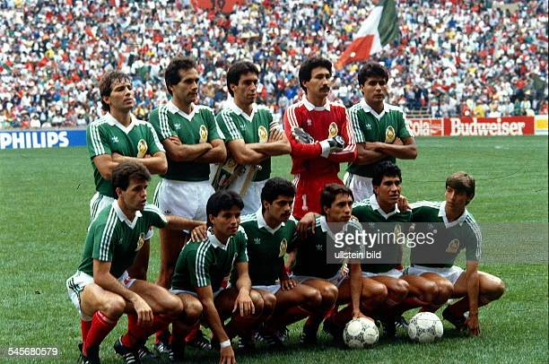 1986 FIFA World Cup in Mexico Mexico lineup before the first round match against the Iraq
