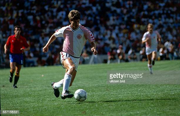 1986 FIFA World Cup in Mexico Michael Laudrup * Football player Denmark member of the Danish national team Laudrup in action during the round of 16...