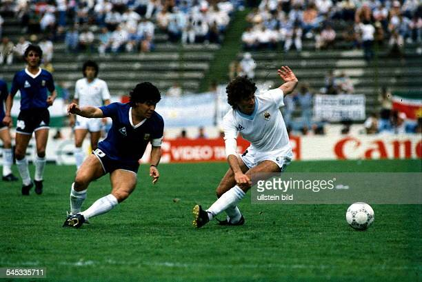 1986 FIFA World Cup in Mexico Round of 16 Argentina 1 0 Uruguay Scene of the match Maradona and Perreira trying to get the ball