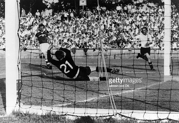 1954 FIFA World Cup in Switzerland First round Group 3 in Zurich Austria 5 0 Czechoslovakia Scene of the match before the Czechoslovakian goal