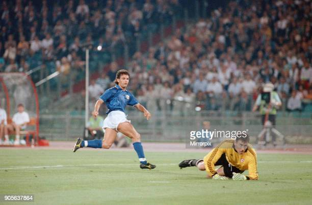 World Cup Quarter Final at the Stadio Olimpico in Rome Italy Republic of Ireland 0 v Italy 1 Roberto Baggio effort on goal watched by Pat Bonner 30th...