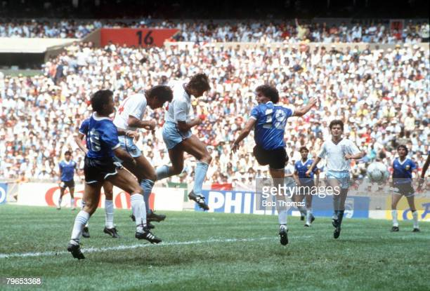 World Cup Quarter Final Azteca Stadium Mexico 22nd June Argentina 2 v England 1 England's Gary Lineker outjumps Argentine defenders to score his...