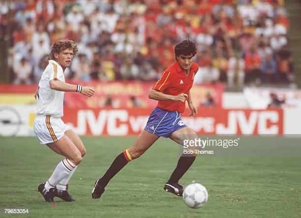 World Cup Quarter Final, Puebla, Mexico, 22nd June Belgium 1 v Spain 1, , Spain's Michel is chased for the ball by Belgium's Frank Vercauteren