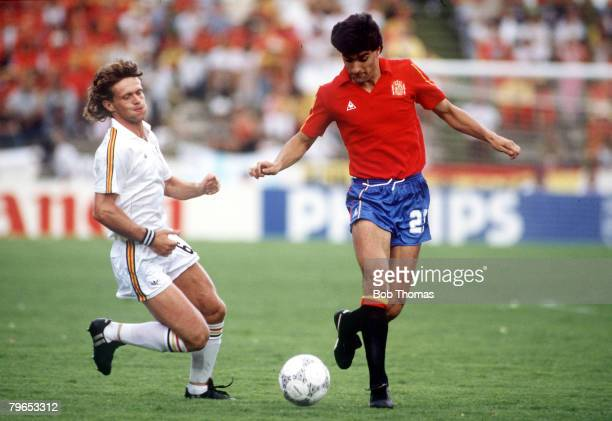 World Cup Quarter Final Puebla Mexico 22nd June Belgium 1 v Spain 1 Spain's Michel is challenged for the ball by Belgium's Frank Vercauteren