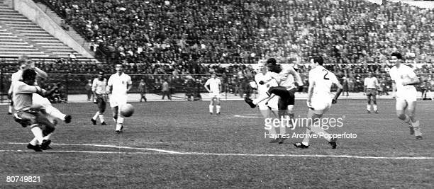 World Cup QuarterFinal Viva Del Mar Chile 10th June Brazil 3 v England 1 Brazilian striker Didi takes a shot surrounded by England players LR Bobby...