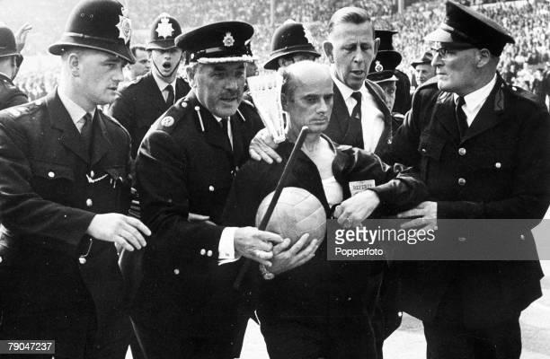 World Cup QuarterFinal Wembley Stadium London England England 1 v Argentina 0 23rd July West German referee Rudolf Kreitlein is escorted off the...