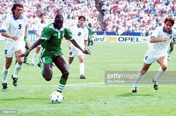 World Cup Second Round, Boston, USA, 5th July Italy 2 v Nigeria 1,aet, Nigeria's Rasheed Yekini beats the Italian defence