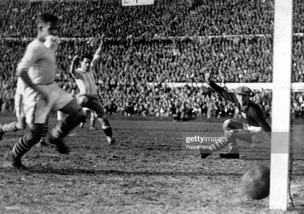 World Cup Semi Final, 1930, Uruguay. Argentina 6 v USA 1. Argentina's Guillermo Stabile beats USA's goalkeeper Jim Douglas to score Argentina's sixth goal in the last minutes. : News Photo