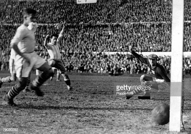 World Cup Semi Final Uruguay Argentina 6 v USA 1 Argentina's Guillermo Stabile beats USA's goalkeeper Jim Douglas to score Argentina's sixth goal in...