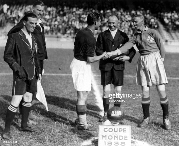 World Cup SemiFinal Paris France 16th June Hungary 5 v Sweden 1 Swedish captain Keller shakes hands with Hungarian captain Sarosi as the match...