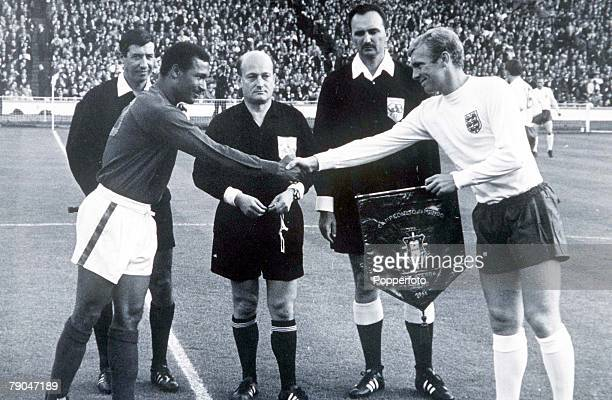 World Cup SemiFinal Wembley Stadium England 26th July England 2 v Portugal 1 England's captain Bobby Moore exchanges pennants with Portugal's captain...