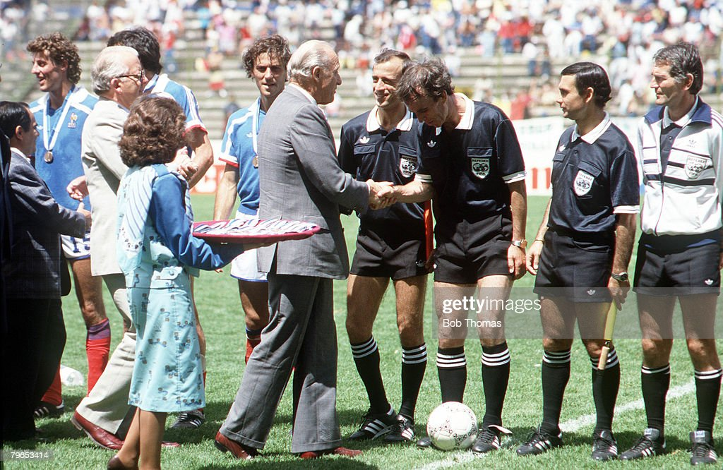 1986 World Cup Third Place Play Off, Puebla, Mexico, 28th June, 1986, France 4 v Belgium 2, English referee George Courtney meets FIFA President Joao Havelange before the game : News Photo