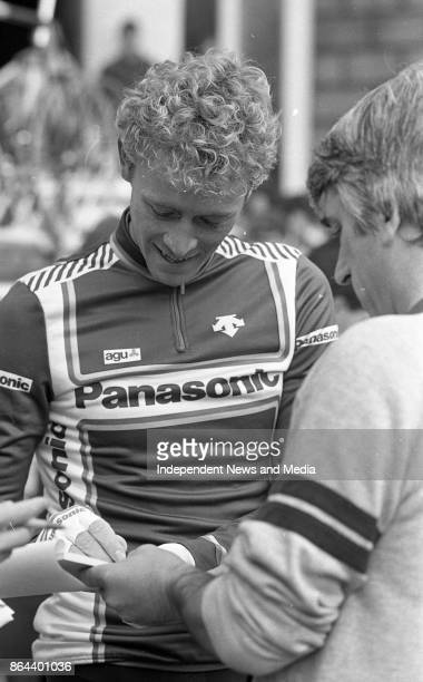 World cycling champion Greg LeMond signs autographs before the Nissan Classic at Trinity College, Dublin, October 1, 1986. .