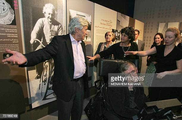 World famous British scientist Stephen Hawking visits the Bloomfield Museum of Science in Jerusalem 10 December 2006 Hawking filled the hall to...