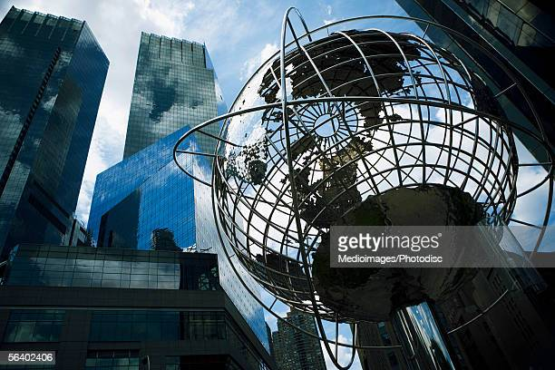 world globe, manhattan, ny, usa - queens new york city stock pictures, royalty-free photos & images