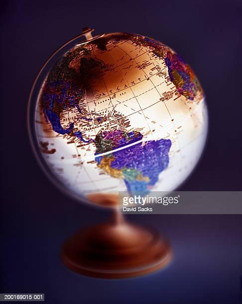 world globe (focus on mid atlantic) - mappamondo foto e immagini stock