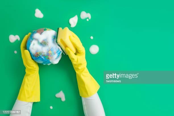 world health pandemic conceptual still life. - concepts et thèmes photos et images de collection