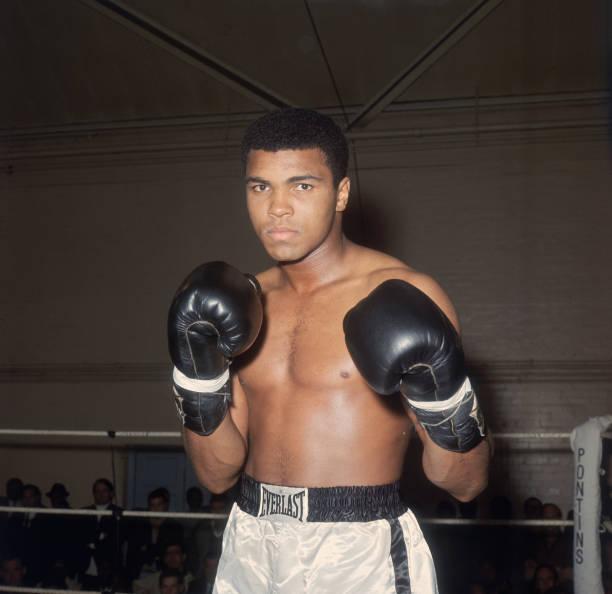 Muhammad Ali Framed Prints & Canvas Art   Photos.com