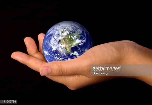 世界を手に - 内部 ストックフォトと画像