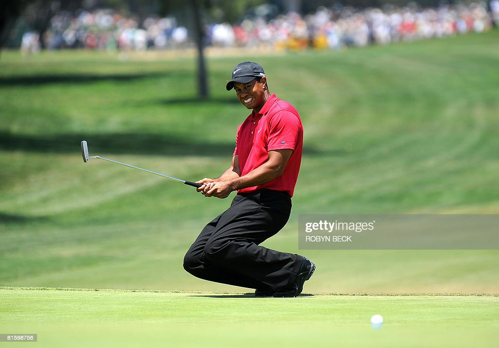 World number one Tiger Woods of the US drops to his knees after missing a birdie putt on a sudden death hole following an 18-hole playoff round for the 108th US Open championship against compatriot Rocco Mediate at Torrey Pines Golf Course in San Diego on June 16, 2008. Woods won in sudden death. AFP PHOTO/Robyn BECK