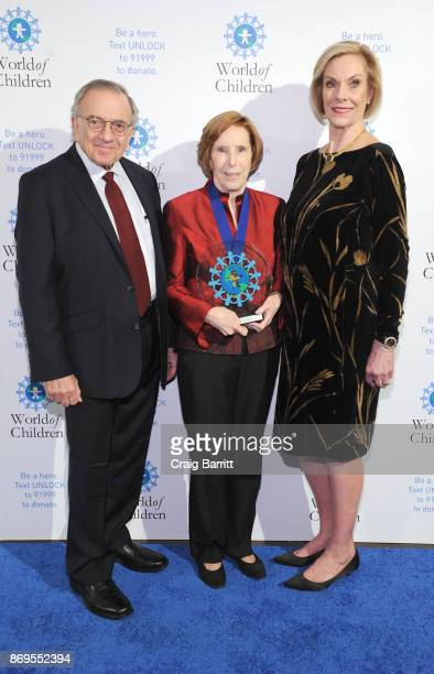 World of Children CoFounder Event CoChair Harry Leibowitz World of Children 2017 Education Award Founder The Reading Team Maureen Rover and World of...