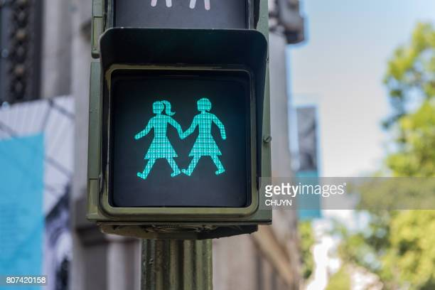 mundo orgullo semáforo - intersexual fotografías e imágenes de stock