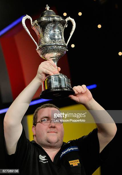 Stephen Bunting ENG v Alan Norris ENG Presentation Stephen Bunting ENG with the champions cup