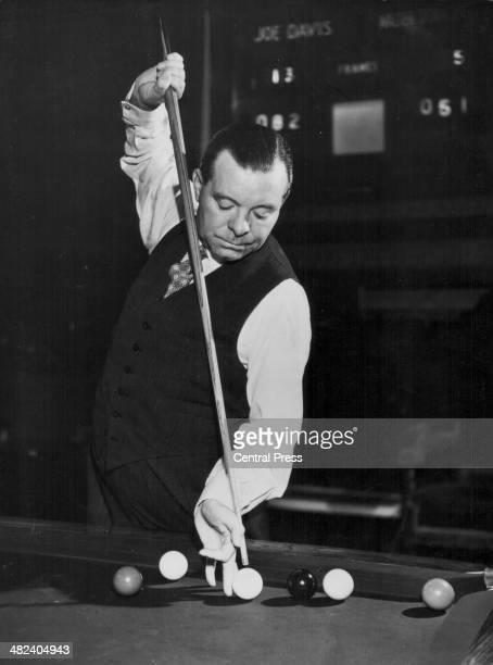 World snooker champion Joe Davis in play, circa 1948.