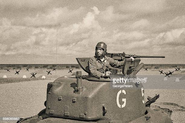 world war 2 armored tank on beach - segunda guerra mundial fotografías e imágenes de stock