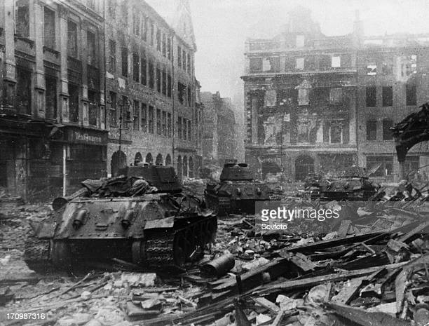 World war 2 soviet t34 tanks during street fighting in poznan poland february 1945