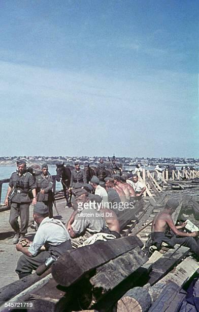 2 World War campaign against Soviet Union theater of war german advance infantry crossing a riverFoto Arthur Grimm1941/42