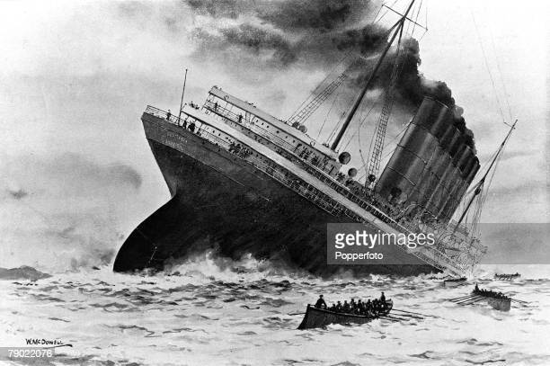 World War I 7th May 1915 An illustration of the sinking of the British ocean liner RMS Lusitania torpedoed by German Uboat U20 off the old head of...