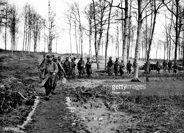 World War I Battle of the Marne French foot soldiers on their way to dig trenches September 1914